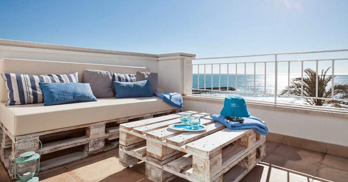 30 ideas de sillones y sof s de palets muy originales for Sofas con palets para jardin